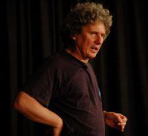 Ein Lachergarant: Kabarettist Uli Keuler brachte bereits zum dritten Mal die vollbesetzte Dischinger ARCHE zum Brüllen.