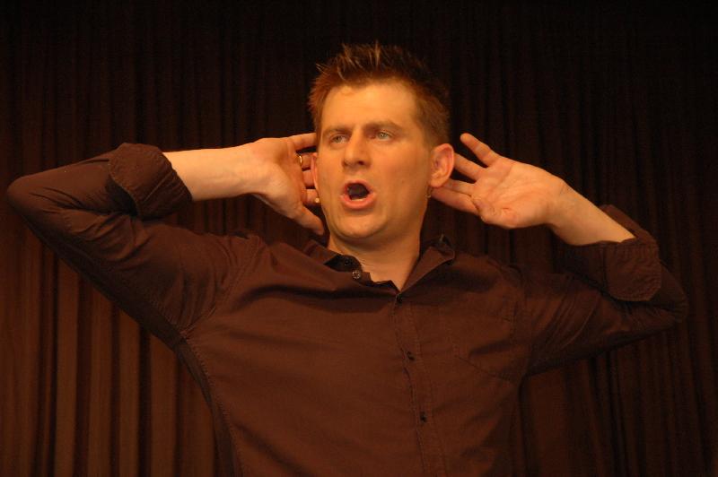 Kabarett des oberen Spaßlevels brachte Kabarettist Michael Altinger in die ARCHE.