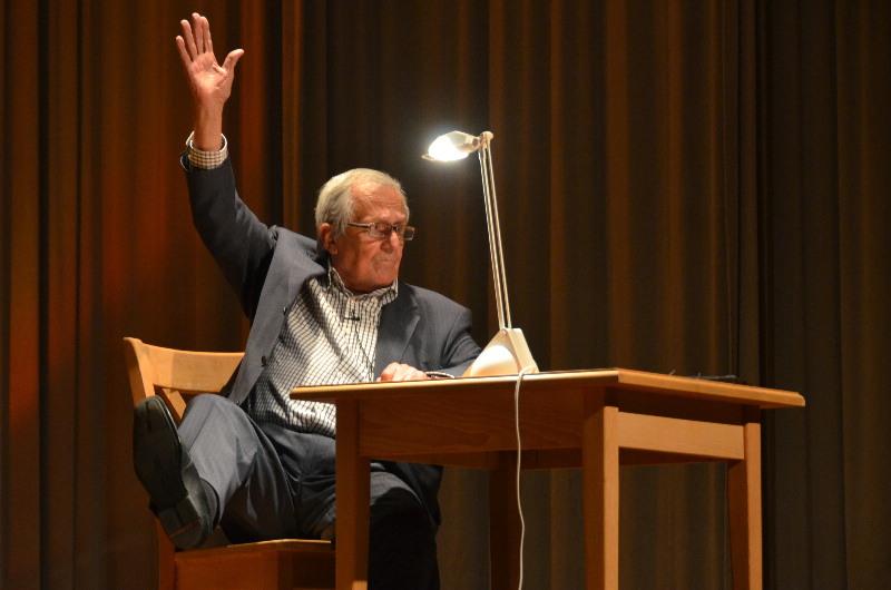 Dieter Hildebrandt gastierte in der Egauhalle in Dischingen und begeisterte mit seinem Programm ein volles Haus.