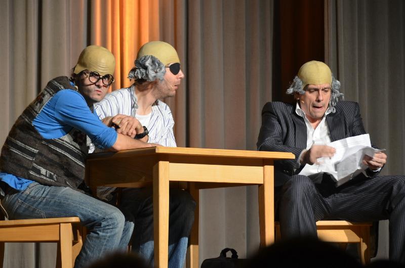 """Gemeinsam das """"Erste Deutsche Zwangsensemble"""": Mathias Tretter, Philipp Weber, Claus von Wagner in der Egauhalle in Dischingen."""
