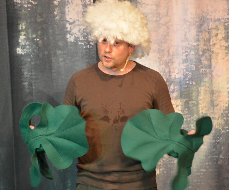 """Pflanzliche Rollenprosa: Kabarettist Björn Pfeffermann trat in der ARCHE auch auf als ein Riesenbärenklau """"mit Migrationshintergrund"""" - und gab sich ziemlich integrationsunwillig. Überhaupt ist dem Münchner Kabarettisten """"political Correctness"""" ziemlich zuwider."""