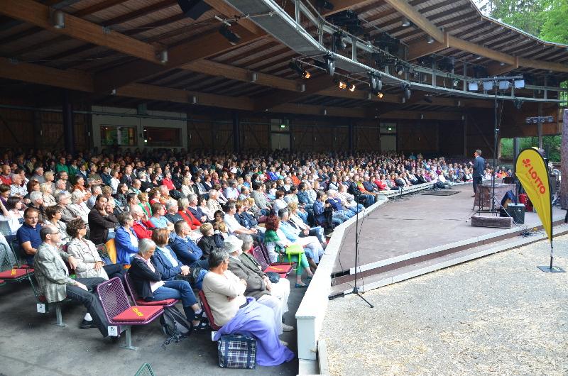 Über 700 Gäste im Naturtheater bei der Lotto-Benefizgala mit Florian Schröder und Gogol & Mäx