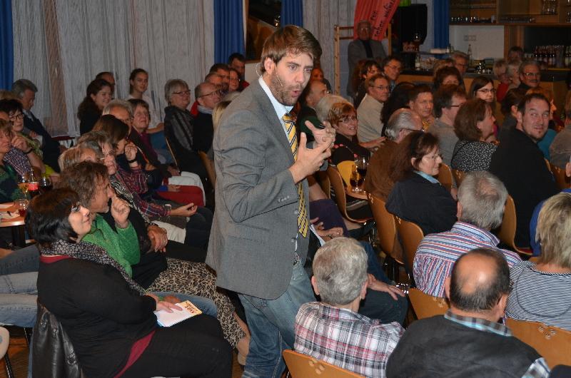Dischingen, ARCHE, ausverkauft: Claus von Wagner mischt sich unters Publikum.