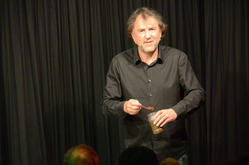 """Einen Kaffee kochen kann er auch: Stefan Waghubinger in der """"Arche"""