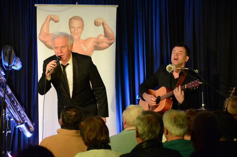 Der brillante Roland Baisch gastierte mit dem Gitarristen Frank Wekenmann am Sonntag, 6.3.16 in der ARCHE in Dischingen.