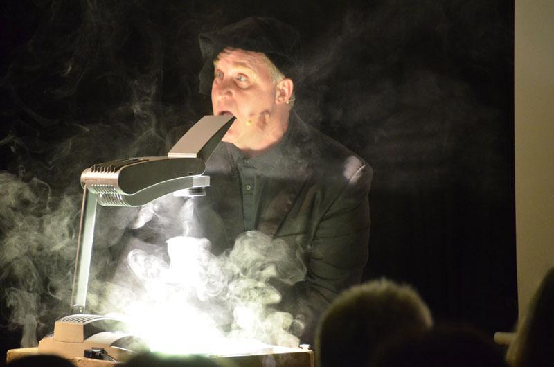 Berdn Kohlhepp einmal als Dr. Faust und auch als Gretchen auf der ARCHE-Bühne.