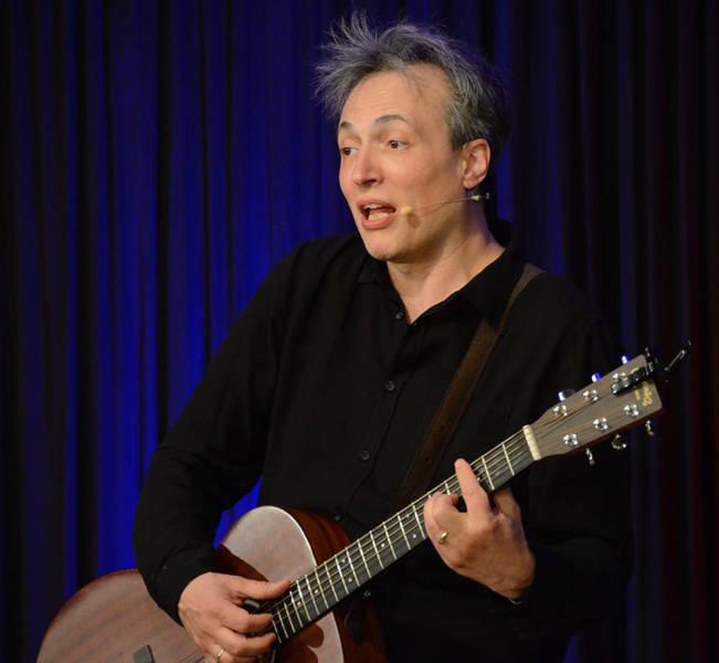 Begeisterte in der ARCHE mit seiner Harmoniesucht: Kabarettist Olaf Bossi.