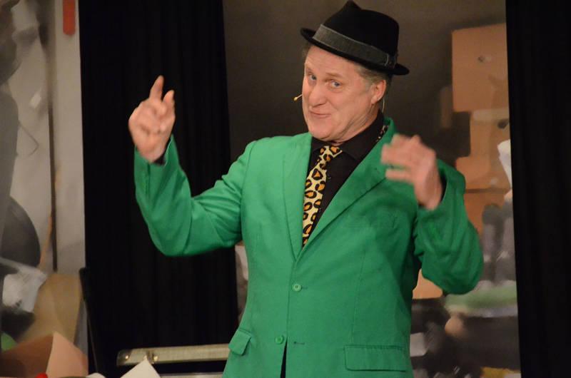 Bernd Kohlhepp alias Hämmerle räumte auf in der ARCHE: Ein amüsanter und teils skurril komischer Neujahrsputz.