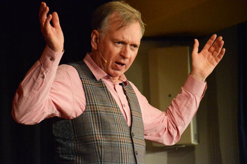 Christian Springer hatte zwar einige Pointen auf Lager, überzeugte das ARCHE-Publikum aber vor allem auch durch seine ungekünstelten, ernsten Töne.